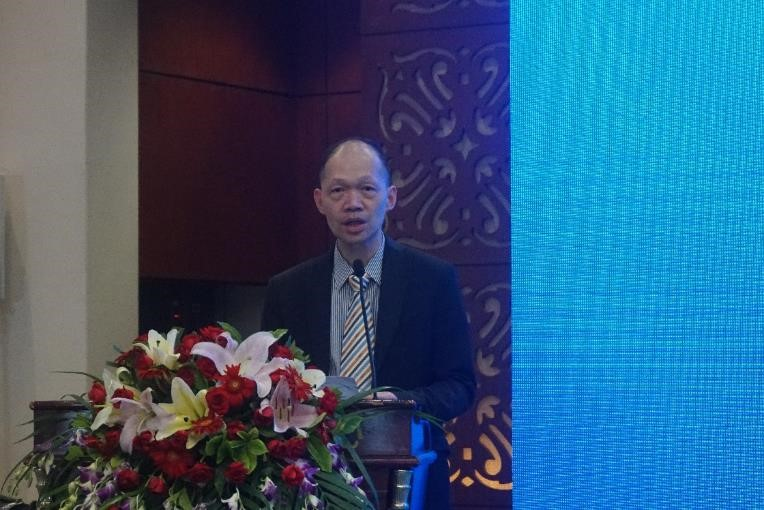 香港物流商會主席鐘鴻興在在會議上發言