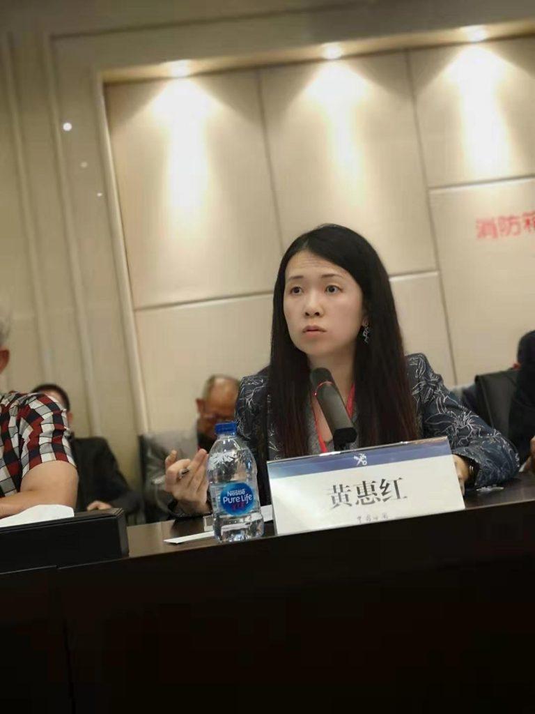 香港恒生大學全球供應鏈政策研究所主任黃慧虹博士向與會代表提問
