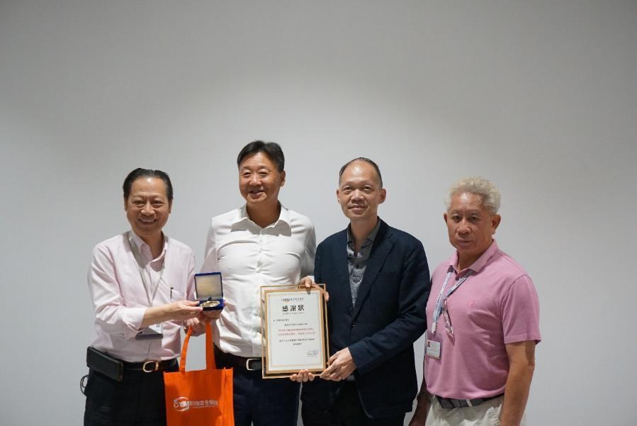 香港物流商會向豐和物流董事總經理馮四棟先生頒發感謝狀