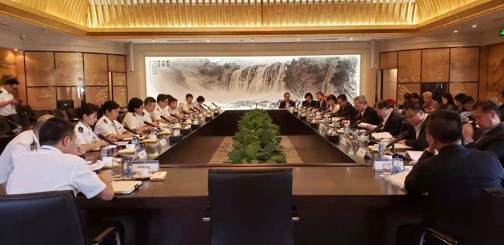 香港特別行政區航運交通界訪京團與海關總署的代表會面